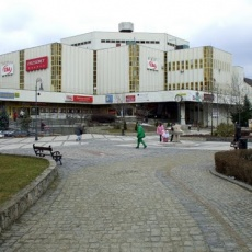 Termelői piac az Erzsébet Áruház előtt (Fotó: Harmadik/panoramio.com)