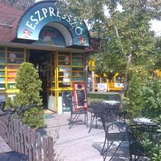 Az ELIZA Presszó-Lottózó a Nagysándor József utca és a Török Flóris utca sarkán