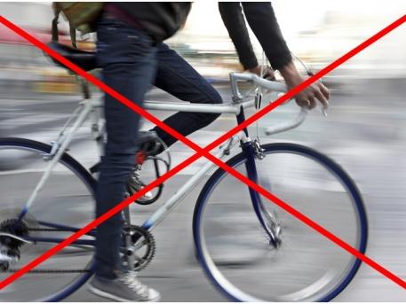 A sétálóutcában tilos a biciklizés!