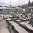 A húvös hétköznapon senki nem használja a kinti úszómedencét (fotó: ittlakunk.hu)