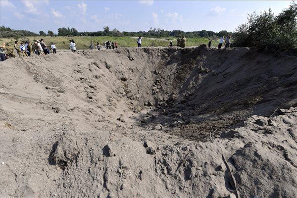 Ekkora gödröt csinált a budafoki bomba, MTI fotó: Illyés TIbor