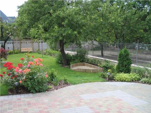 Egy gyönyörű pesterzsébeti kert (forrás: aranyfa.blog.hu)
