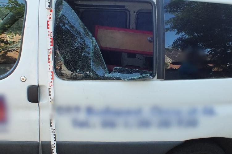 Bezúzta az ablakot (forrás:police.hu)